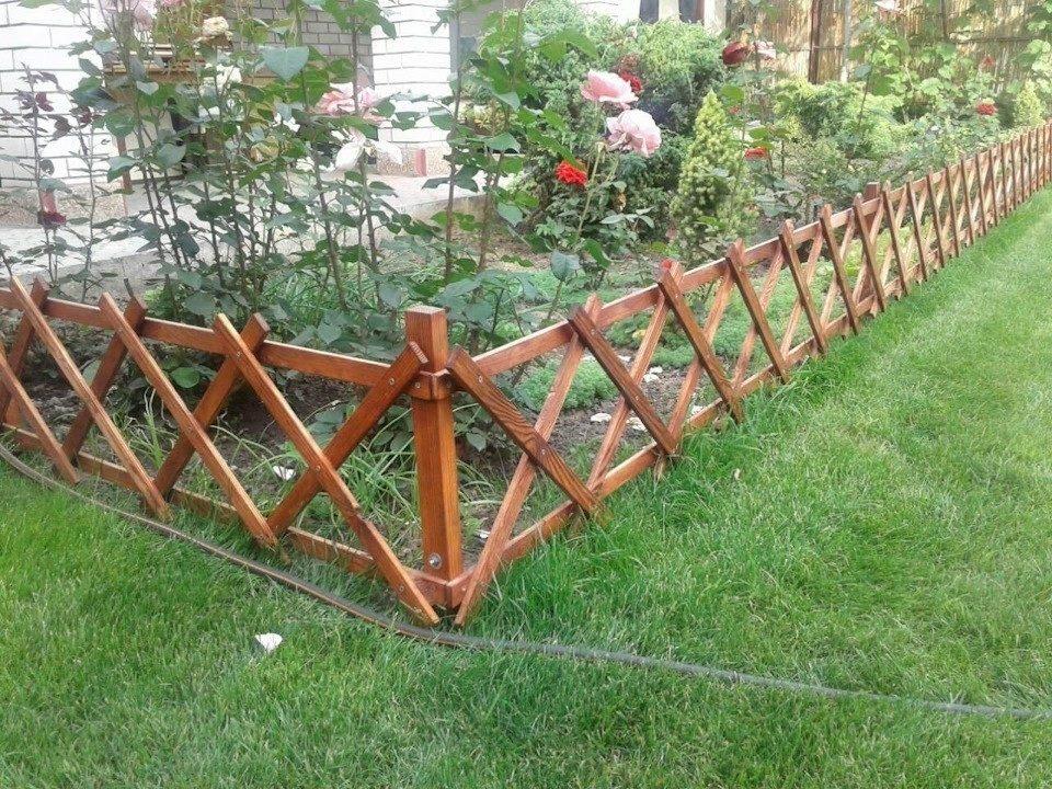 Забор из шифера для ограждения дачного участка с различным оформлением