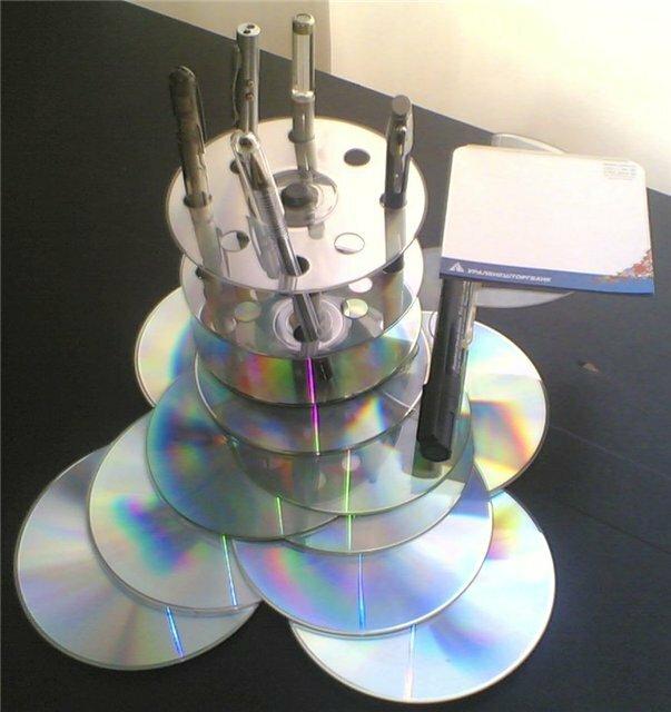 Красивую голографическую мозаику для ванной или кухни можно сделать из старых cd-дисков: хитрости и лайфхаки