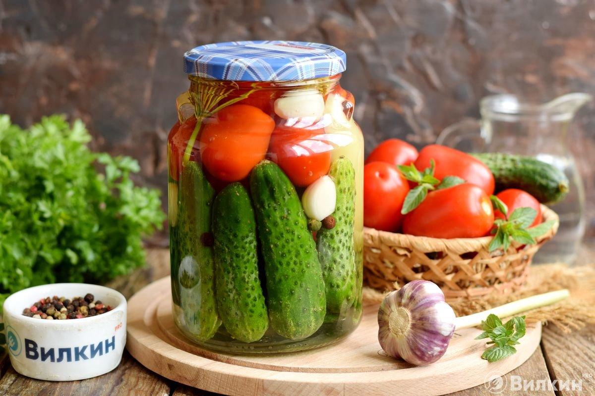Острые огурцы в томатном соусе – кулинарный рецепт