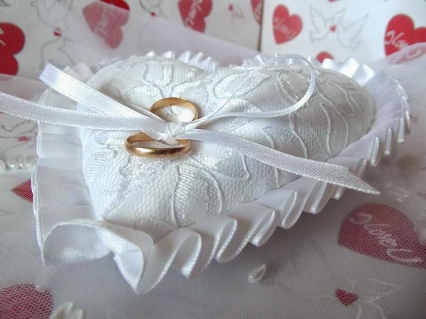 Свадебная подушечка для колец: варианты дизайна и мастер-класс по изготовлению своими руками