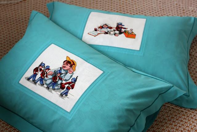 Вышивка крестом подушки в обучающем уроке (фото и схемы)
