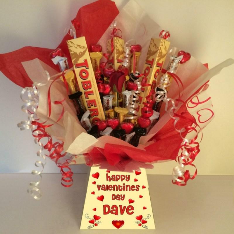 Букет цветов со сладостями