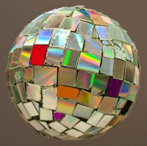 Мастер-класс поделка изделие новый год моделирование конструирование шары и светильник из cd-дисков мк диски компьютерные