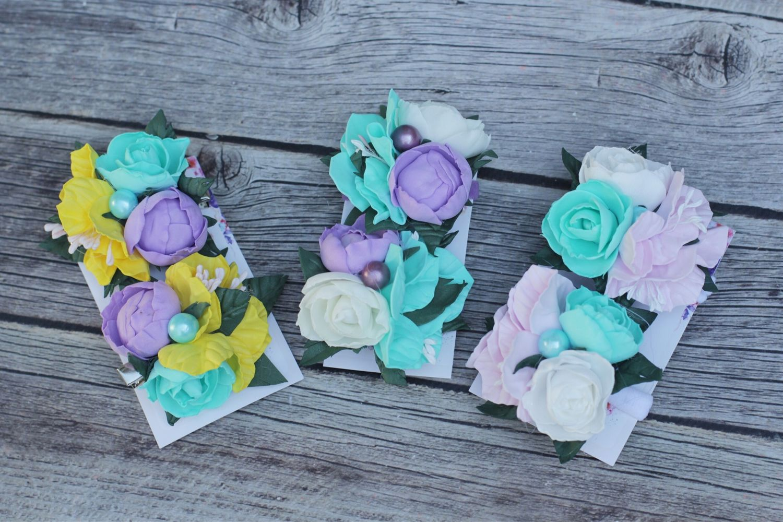 Заколка с цветком: модели из фоамирана, для волос, из ткани, канзаши и в виде цветочка