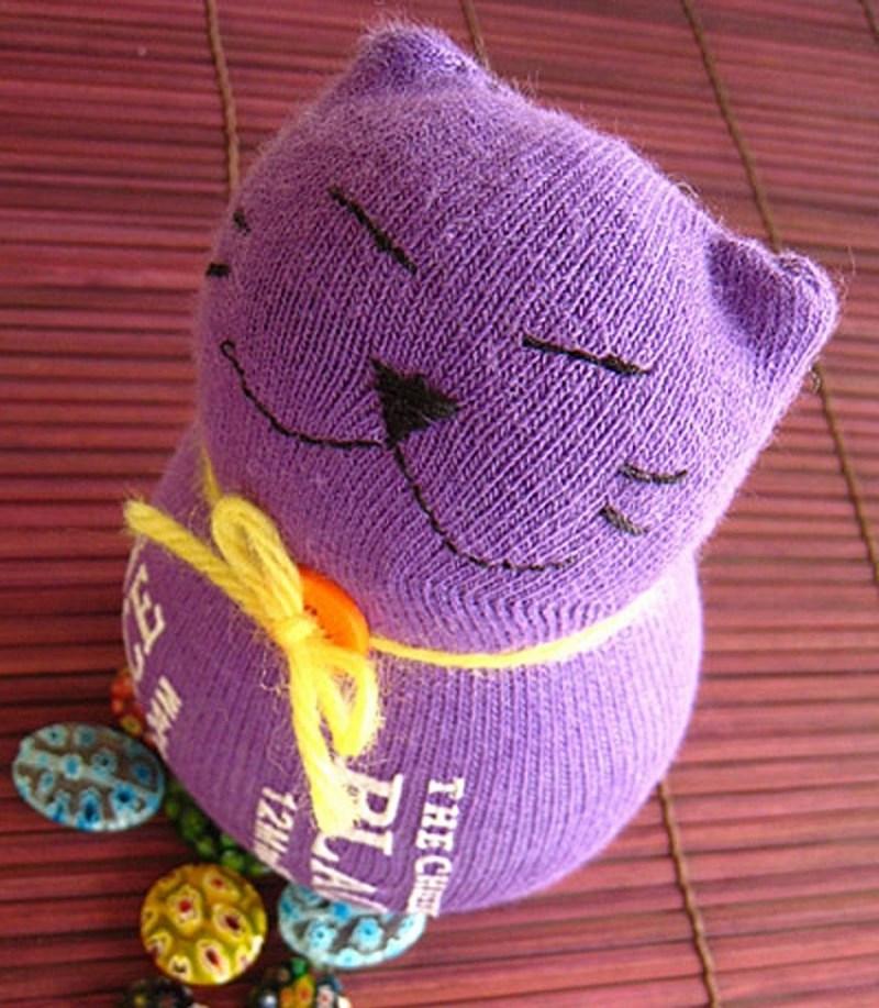 Нескучные игрушки из носков своими руками, мои первые добрые котята :) | страна мастеров