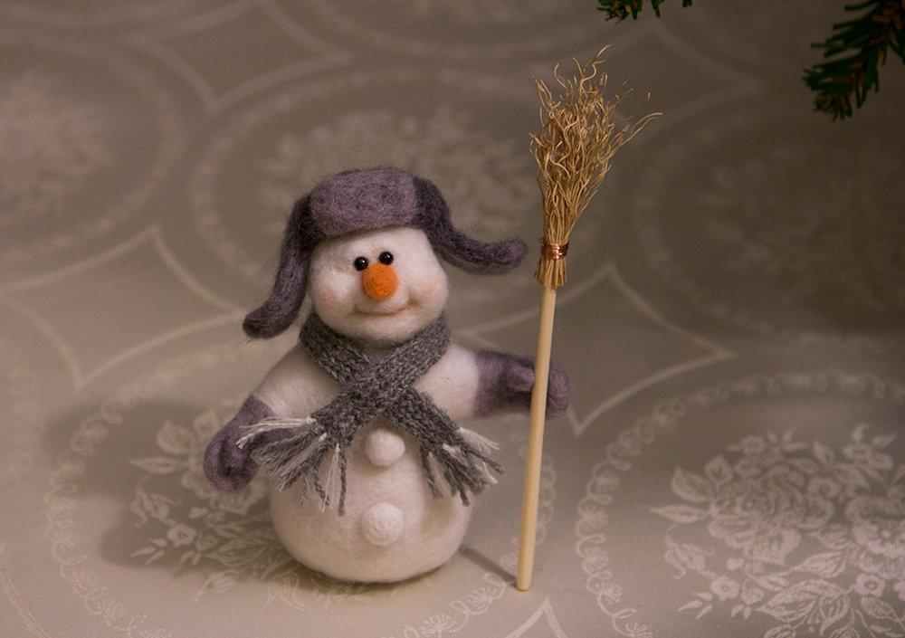У нас прошел мастер-класс по валянию снеговика.
