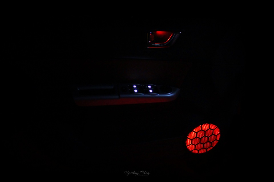 Подсветка дверей с логотипом автомобиля