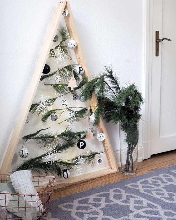 Альтернативная елка на стене