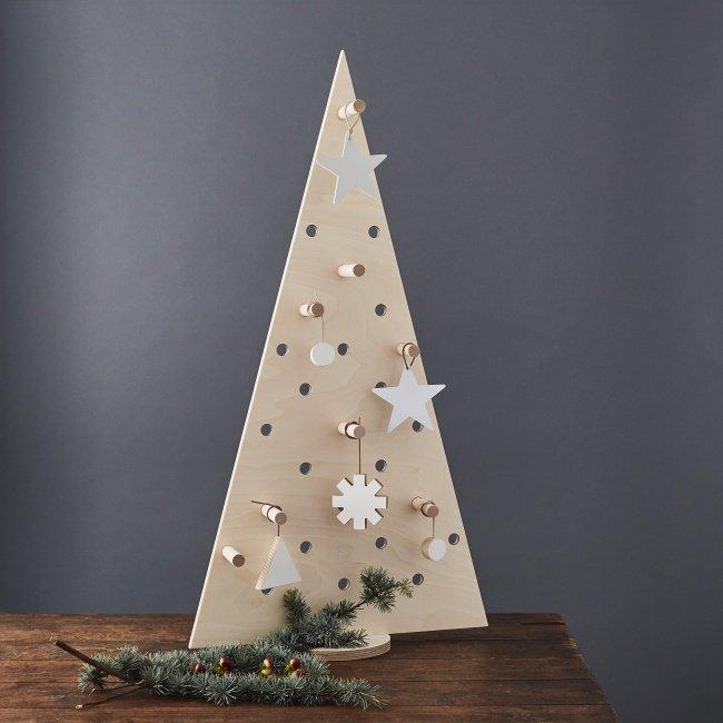 Плоские новогодние елки на стене. оригинальные советы, 45 фото