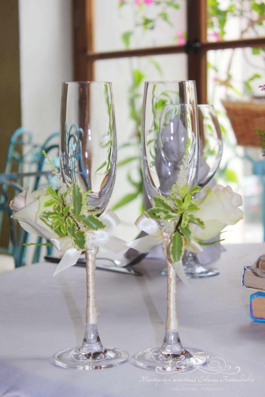 Как украсить свадебные бокалы своими руками: пошаговые мастер-классы с фото