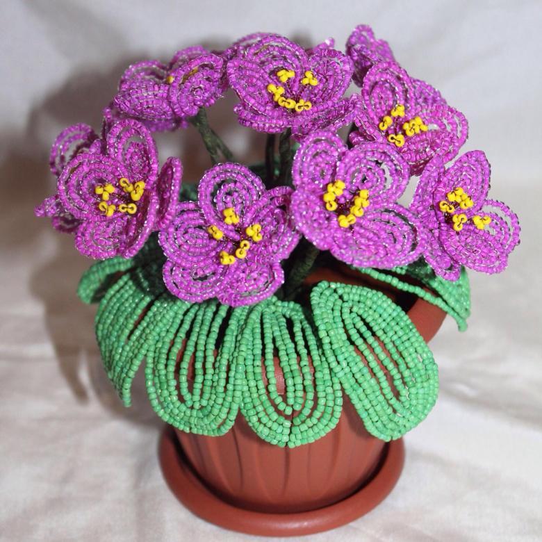 Фиалки из бисера: прекрасные цветы своими руками (фото)