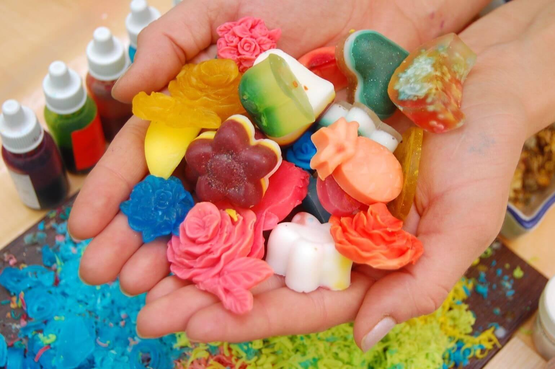 Как сделать мыло своими руками в домашних условиях. рецепты натуральное, медовое, сувенирное, подарочное. мастер-класс для начинающих