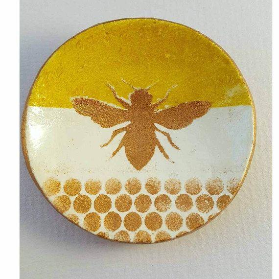 20 декоративных пчелок для украшения сада своими руками