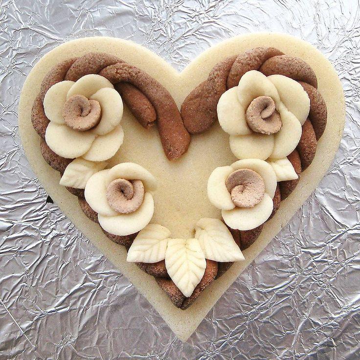 Поделка изделие валентинов день лепка роспись валентинки из соленого теста много разных акварель гуашь тесто соленое
