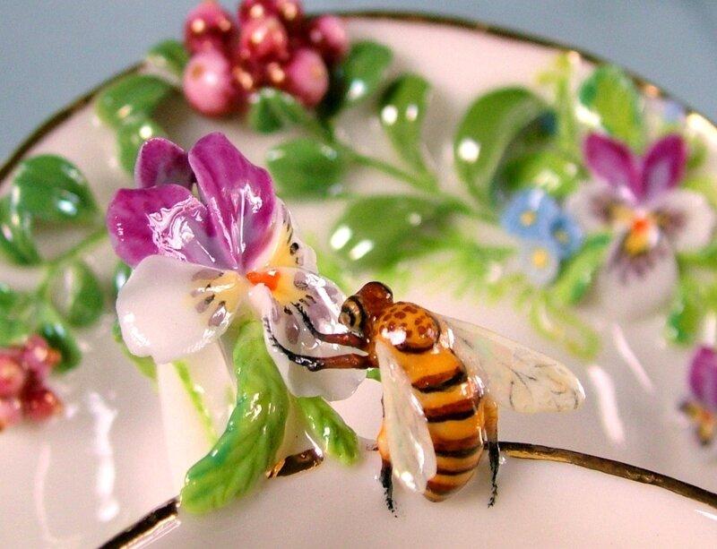 Поделки для сада: цветочные пчелки-горшочки