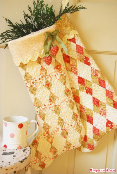 Новогодний сапожок с вышивкой: схема, выкройка, описание
