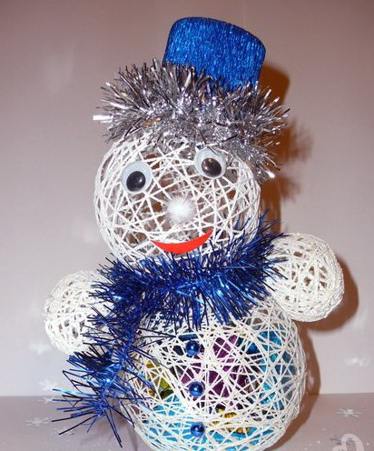 Снеговик из ниток и клея своими руками: идея для конкурса |