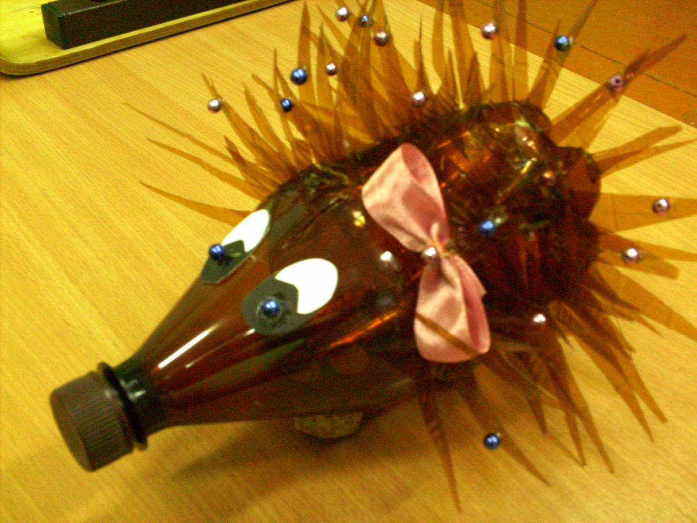 Ежик из шишек и пластиковой бутылки своими руками