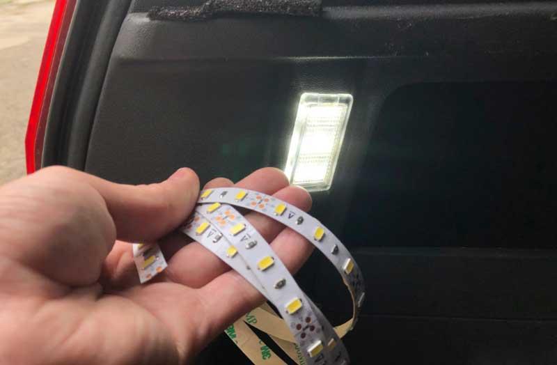 Подсветка двери автомобиля с логотипом