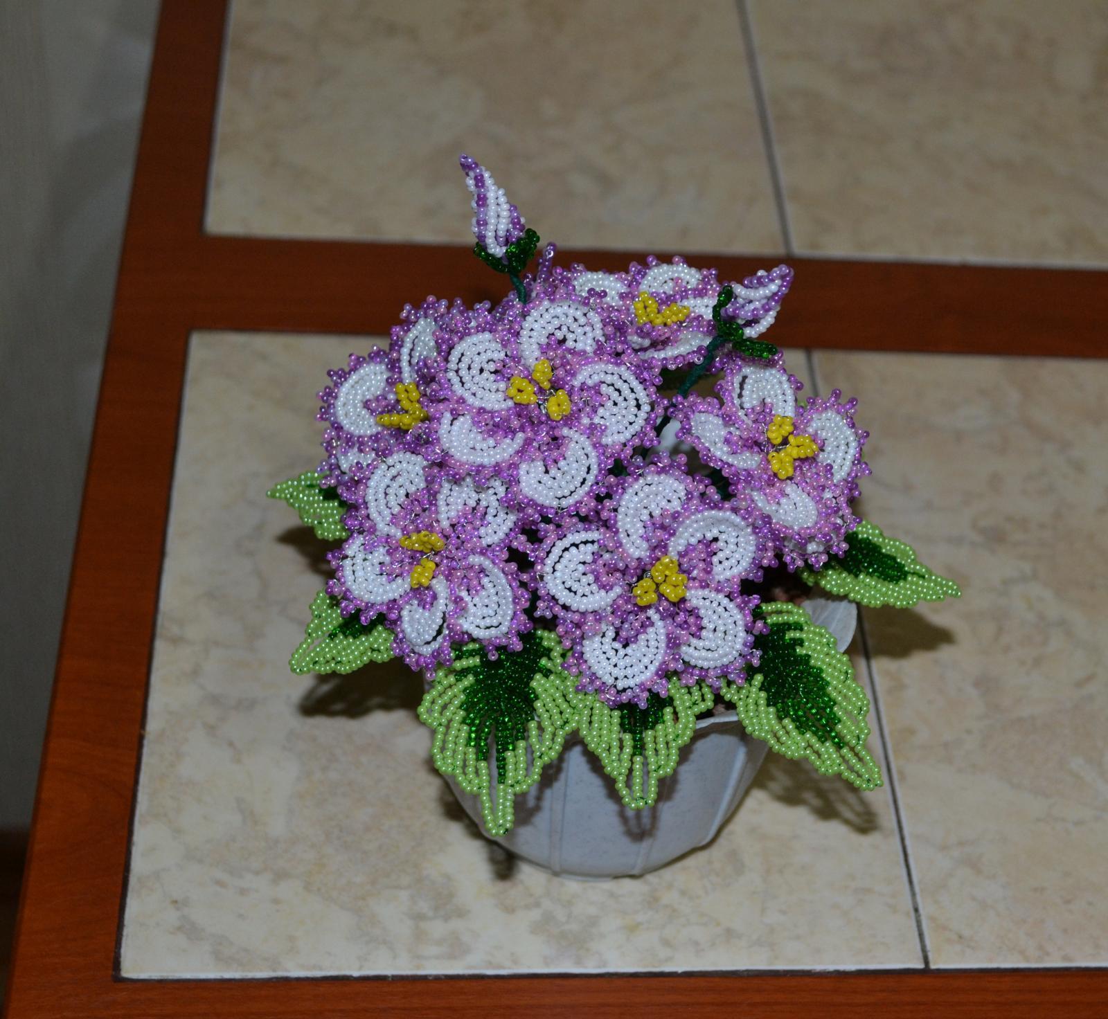 Фиалка из бисера: как сплести оригинальный цветок своими руками