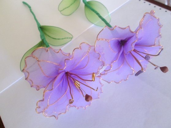 100 красивых идей: цветы из ткани своими руками с фото