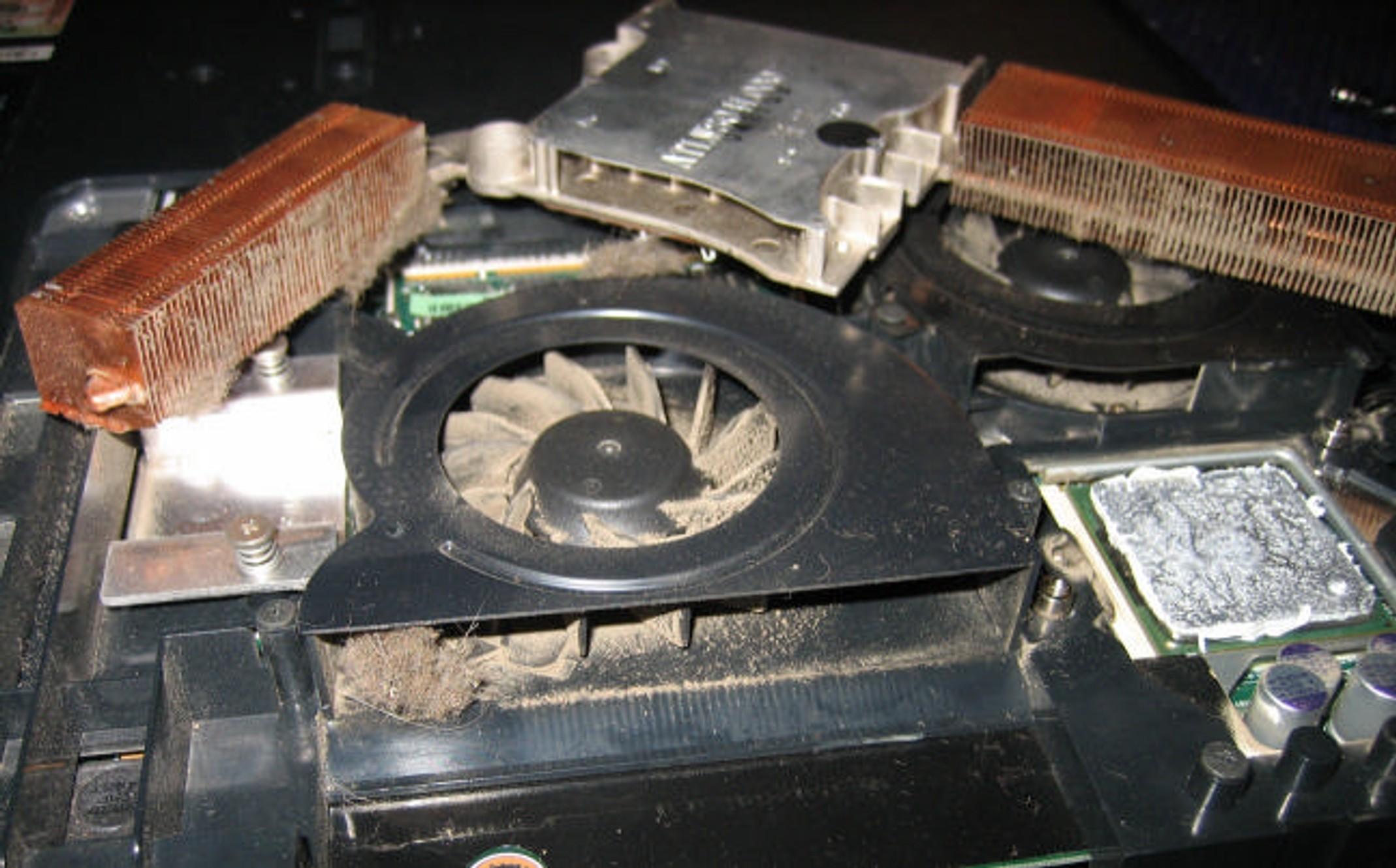 Чистим кулер ноутбука от пыли самостоятельно