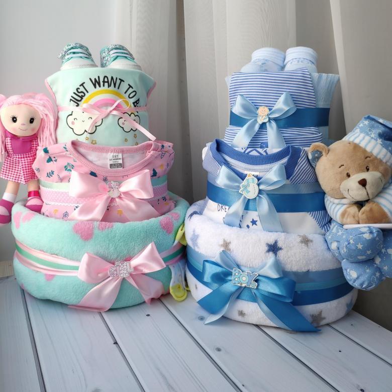 Букет из одежды для новорожденных