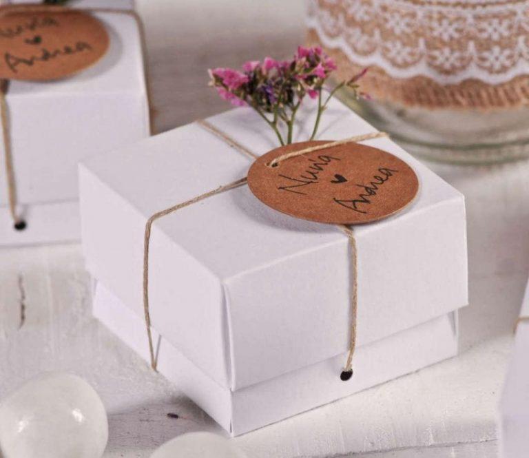 Подарок на свадьбу молодоженам от друзей: список лучших подарков с ценами и полезными советами как их вручить!