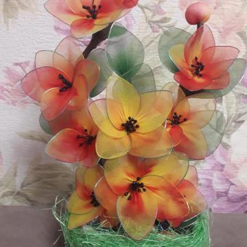 Корзинка с цветами из капрона. наваждение