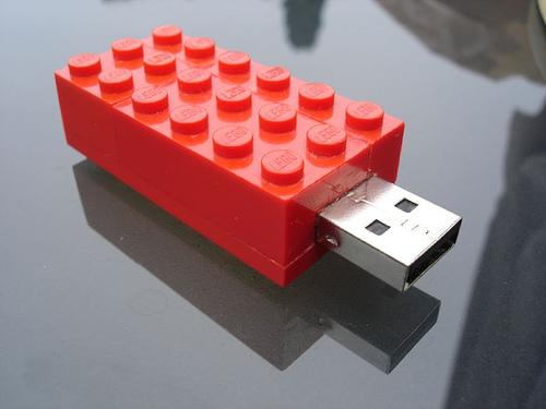 Корпус для флешки в стиле LEGO