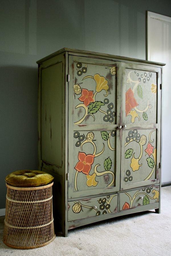 Чем и как обновить старый шкаф — способы