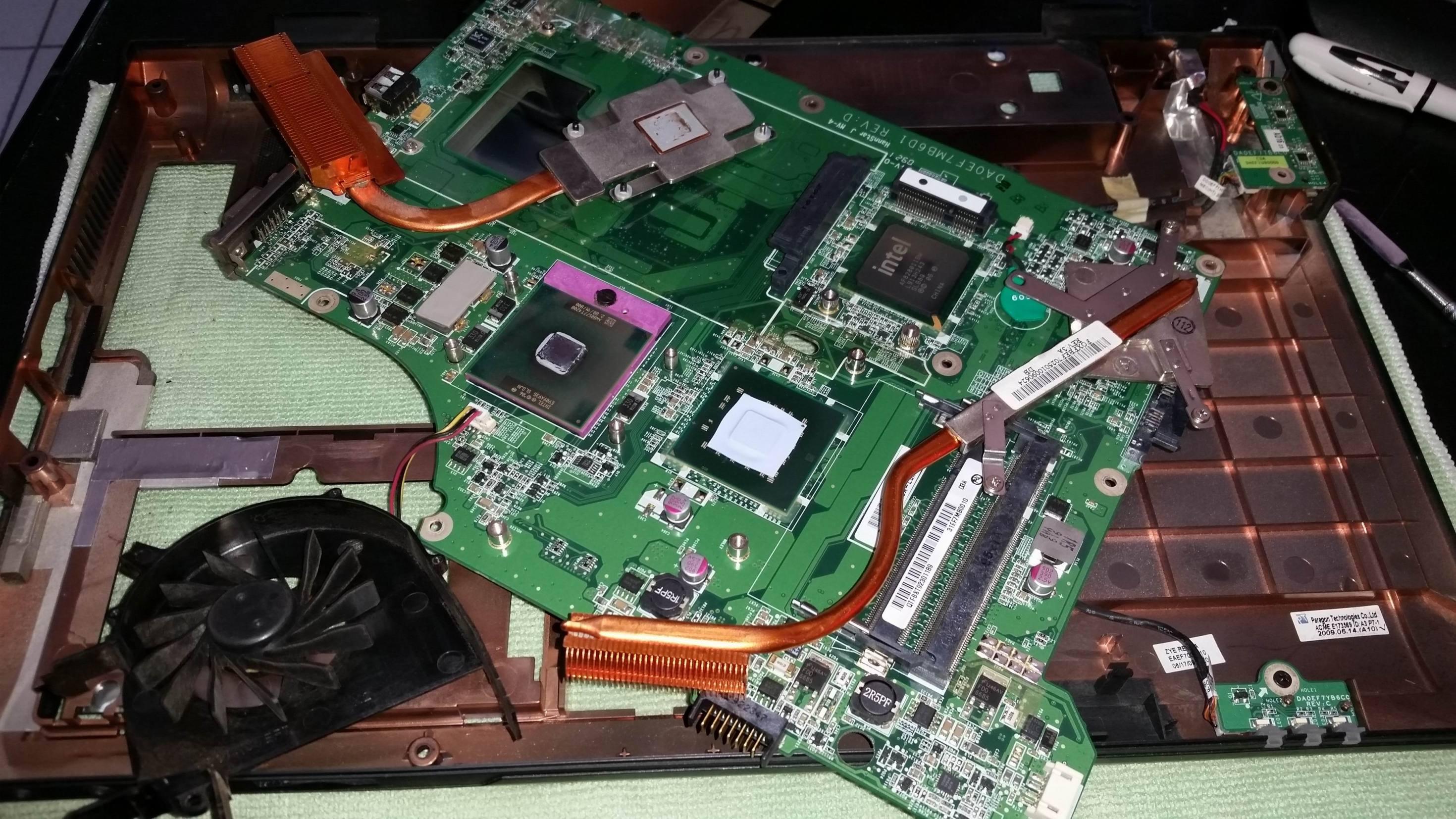 Как самостоятельно почистить ноутбук от пыли в домашних условиях