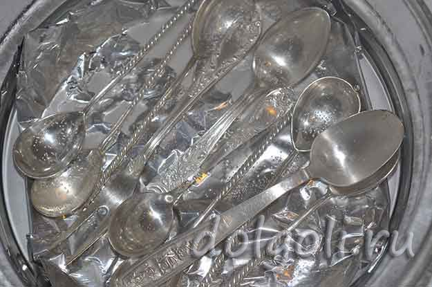 Как почистить мельхиоровые ложки, вилки и украшения