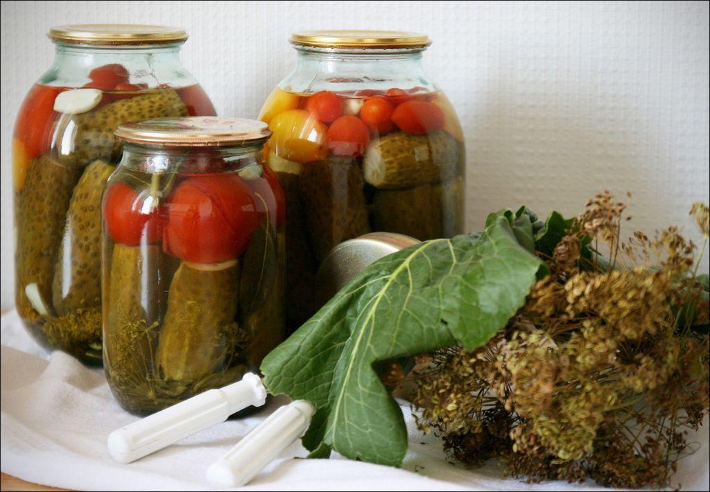 Рецепты консервирования помидоров с огурцами