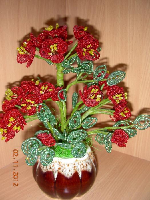 Герань из бисера: яркий цветок своими руками (фото и видео)