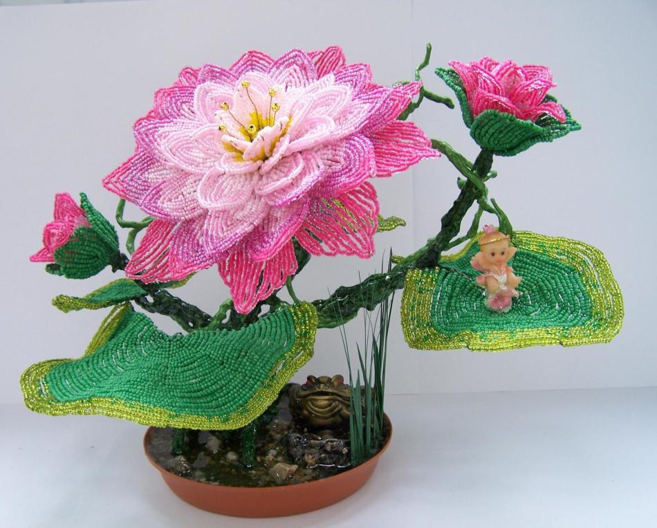 Как делать плетения и цветы из бисера + 125 фото