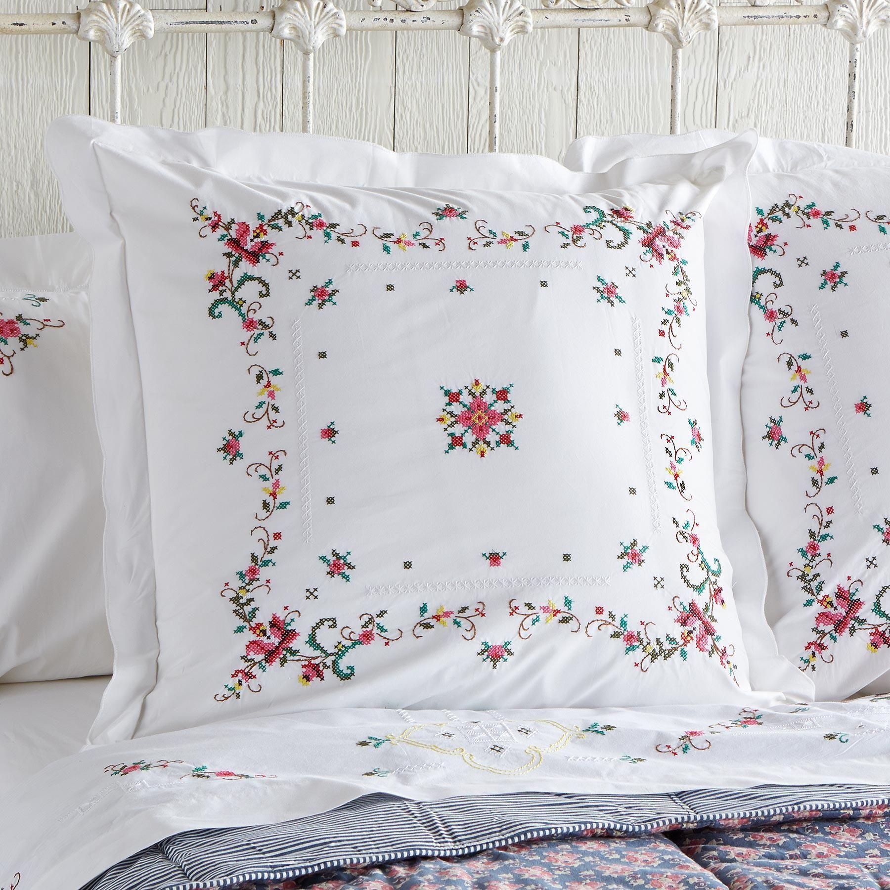Вышивка подушек. купить вышивку декоративной подушки. вышитая подушка на заказ в любой технике
