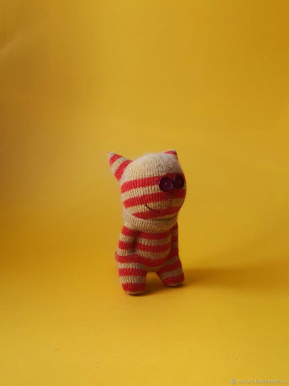 Как сделать кота из носка. котенок из носочков. игрушки для кошек из шерсти