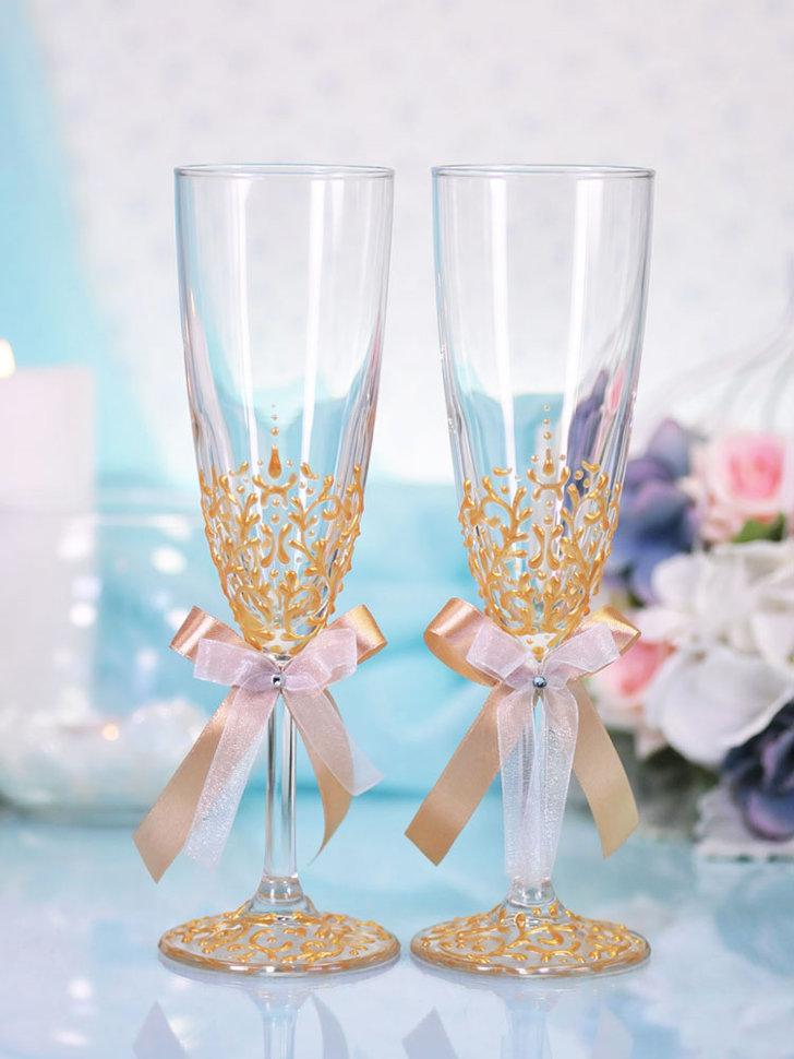 Украшения свадебных бокалов розами из пластики