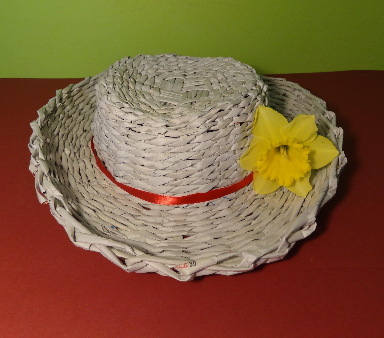 Поделки из газетных трубочек - схемы плетения и лучшие идеи для новичков (105 фото)