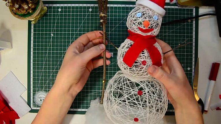 ᐉ снеговик из ниток и клея для новогоднего конкурса. снеговик из ниток своими руками — пошаговый фото-мастер-класс ➡ klass511.ru