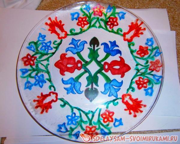 Роспись тарелки глиттерами — своими руками