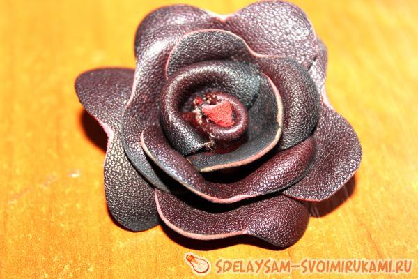 Резинка - цветок из кожи и меха