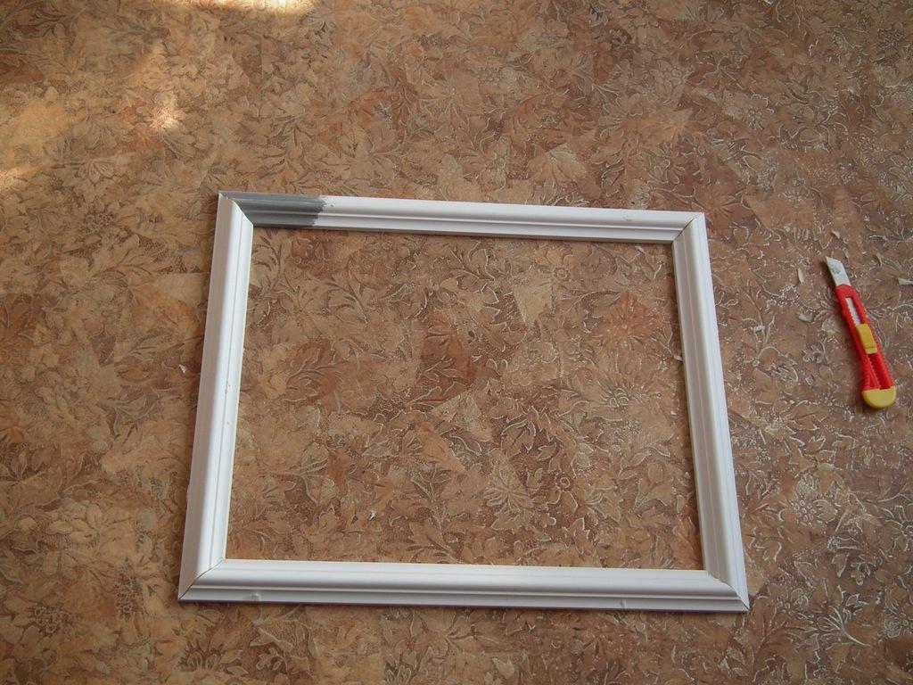 Рамка из потолочного плинтуса