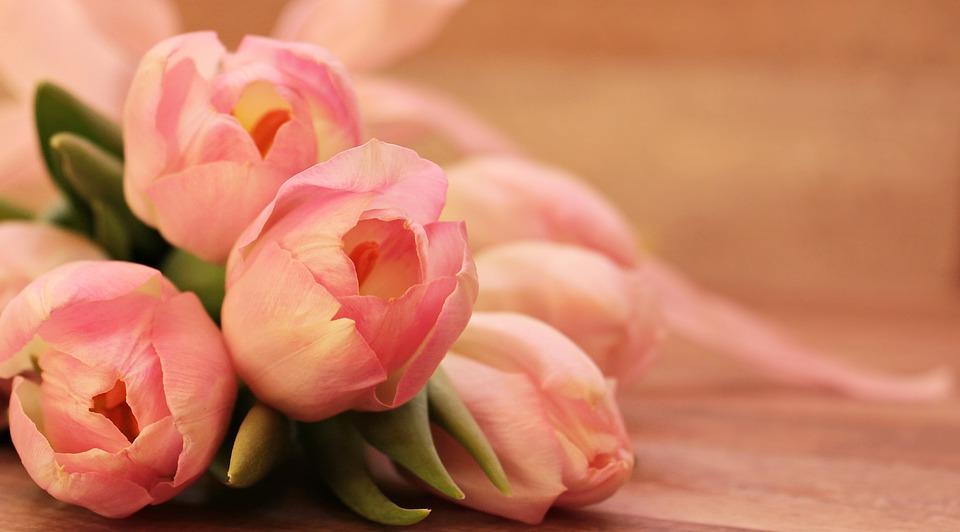 Душевные поздравления с 8 марта женщине (в стихах)