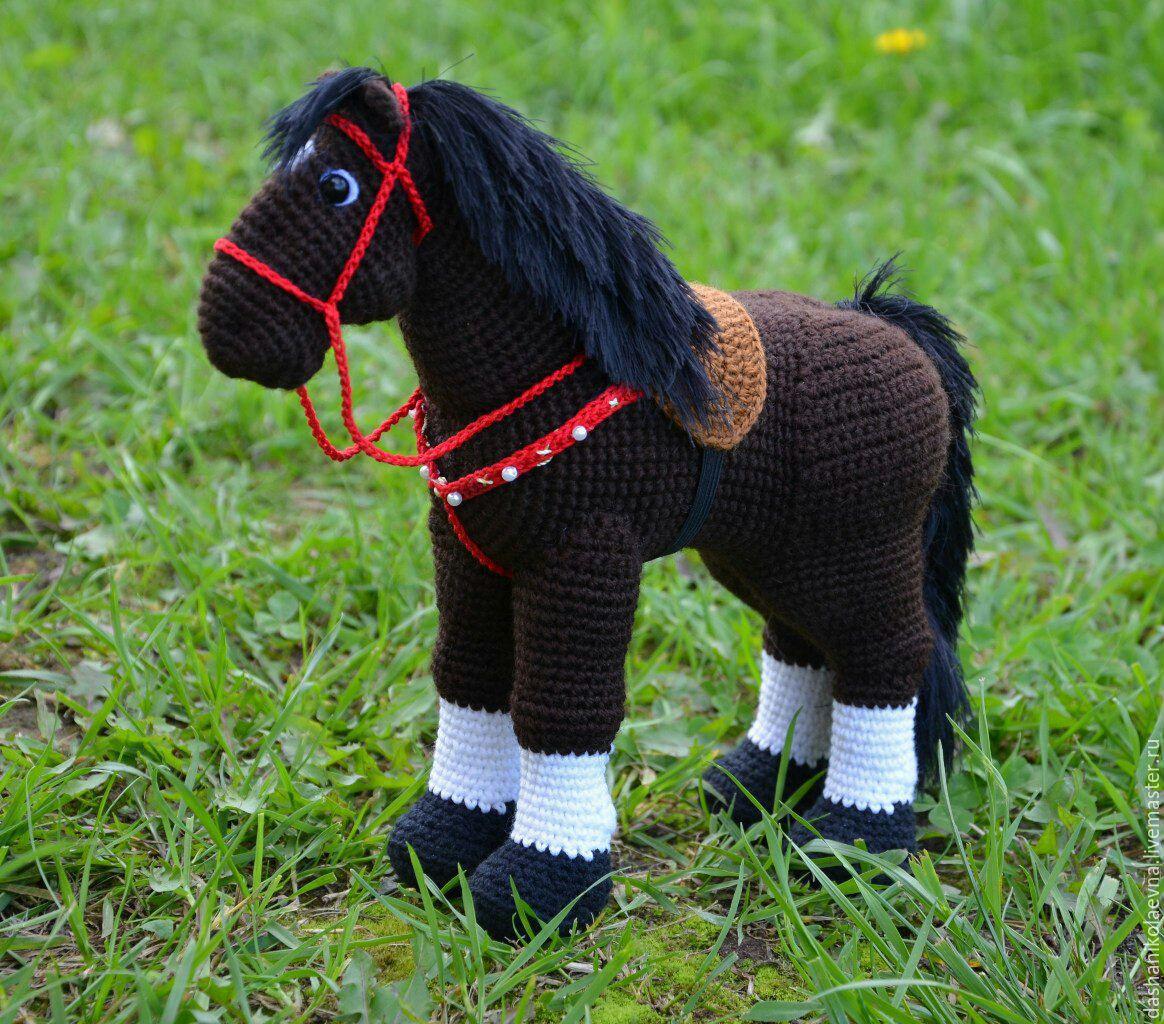 Три игрушки по одной схеме вязания: лошадка, зебра, единорог