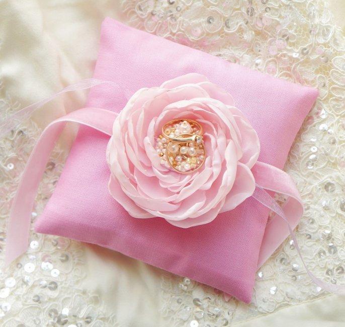 Подушечка для обручальных колец: милый пустяк или важный свадебный аксессуар? | идеи для свадьбы