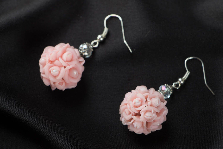 Серьги из полимерной глины: мастер-класс по изготовлению украшений в виде цветочного шара, перьев и розы