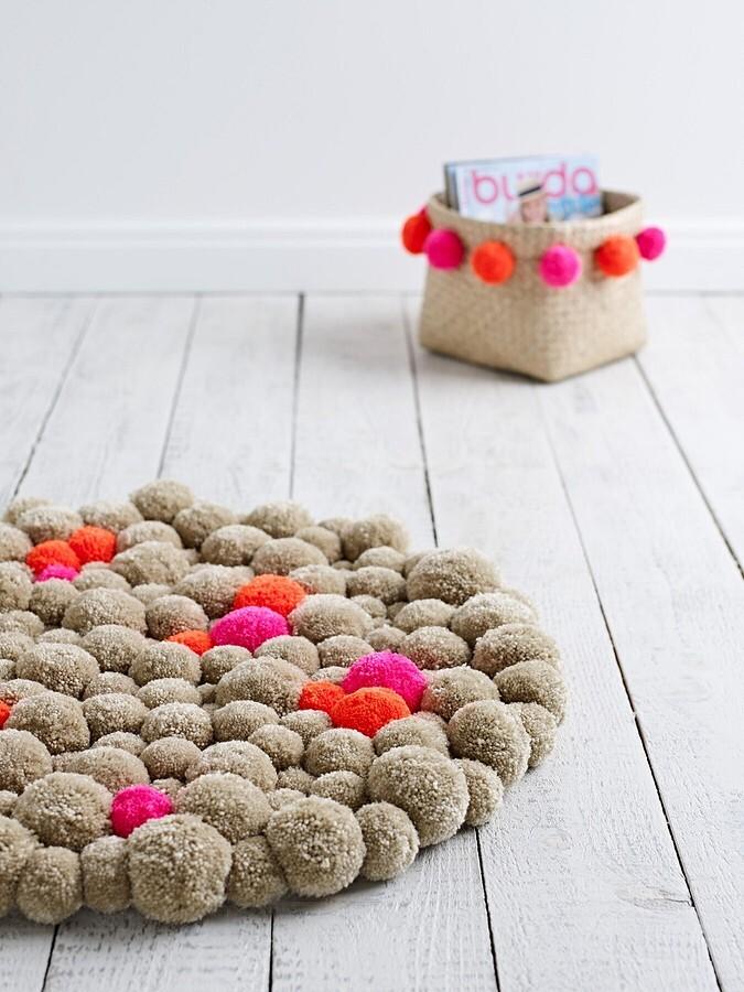 Мастер-класс по созданию коврика из помпонов своими руками