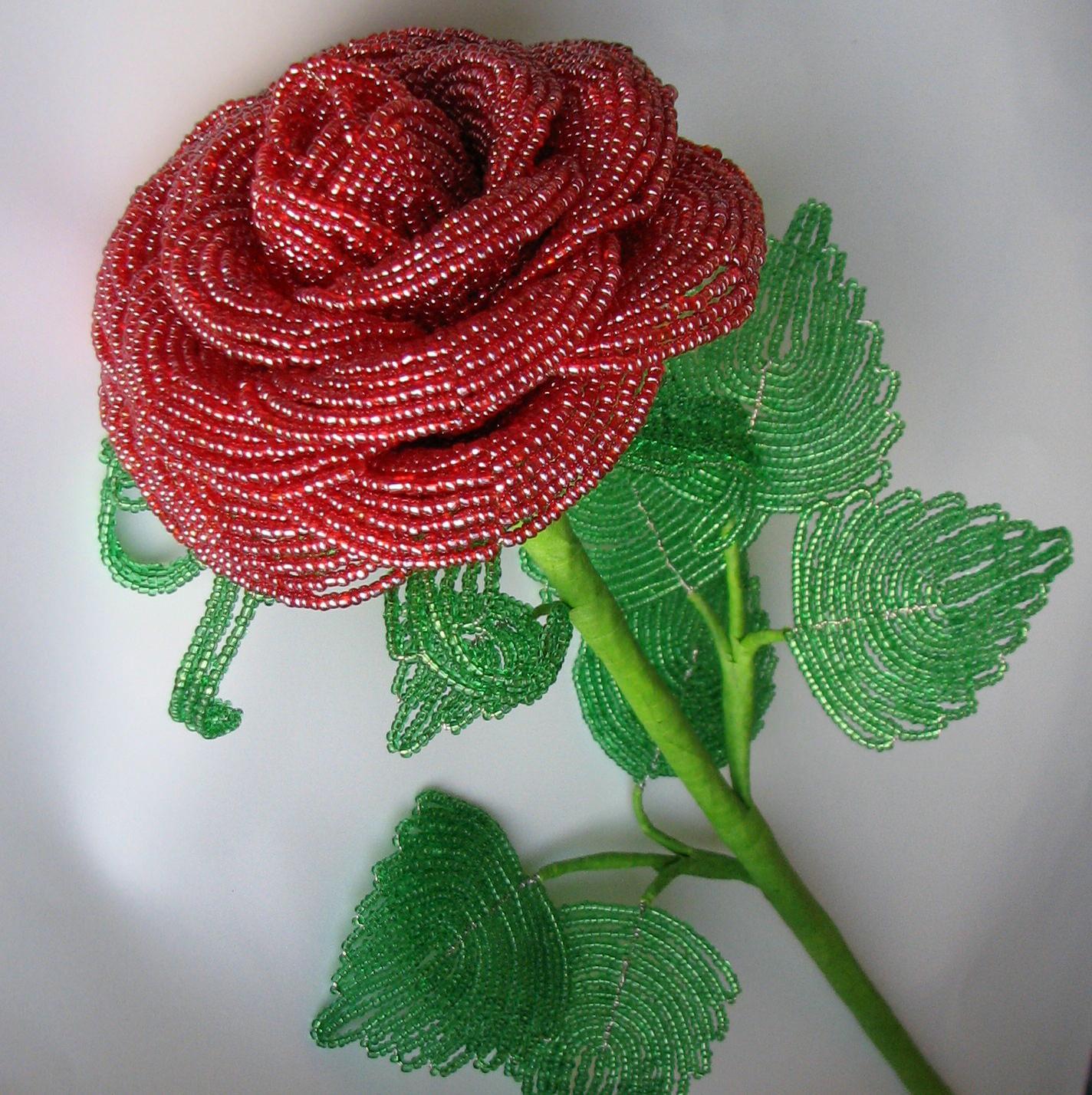 Роза из бисера и схемы — коробочка идей и мастер-классов